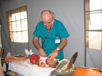 Dott. Zavaritt visita bambini - Kinniya per la Vita Onlus