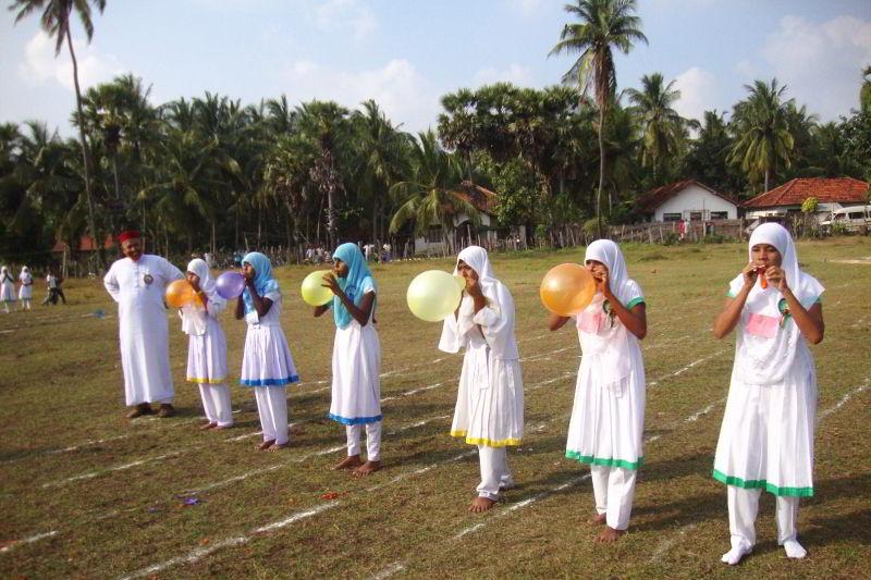 Gara di palloncini delle bambine - Kinniya per la Vita Onlus